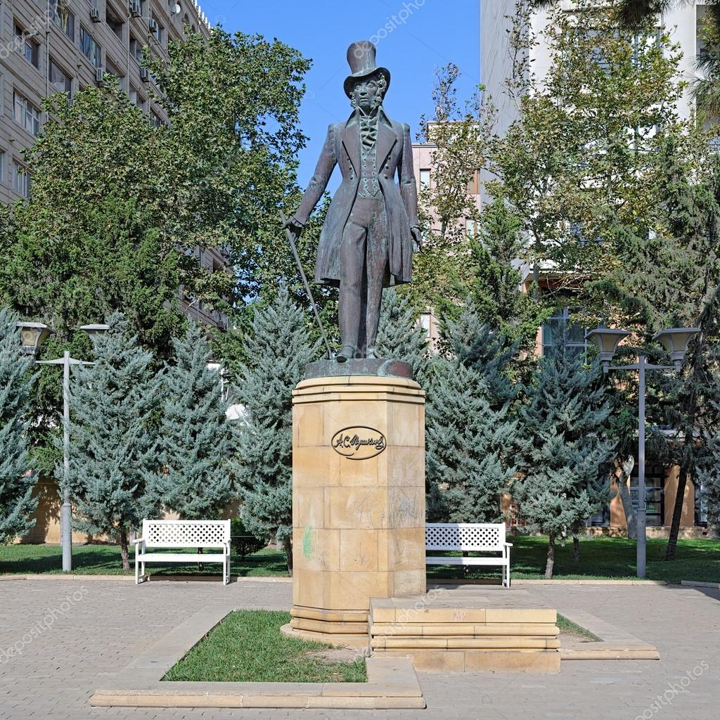 памятник пушкину в баку фото искренне желаю