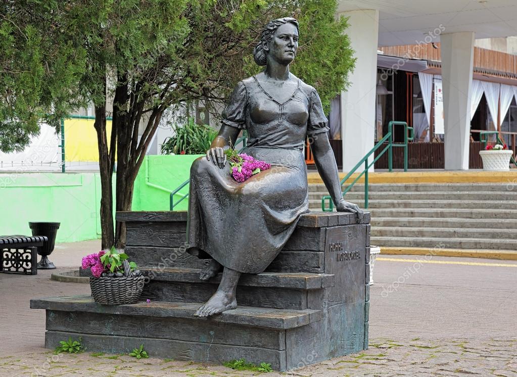 памятник нонне мордюковой в ейске фото создании
