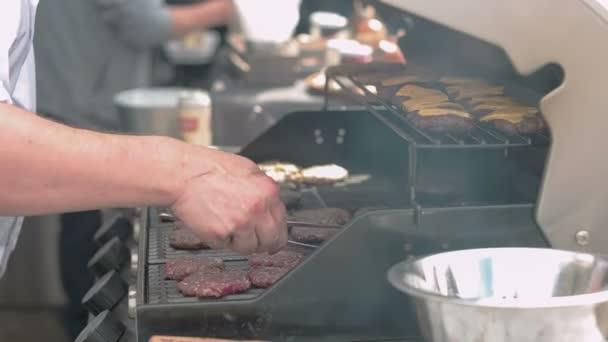 Výroba hamburgerů