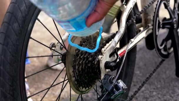 Vyčistěte a udržujte kolo, přidejte mazací olej