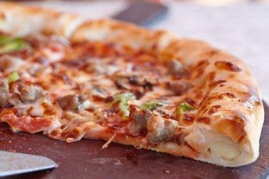 supreme italian pizza with pepperoni