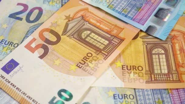 Eurobankovky se zavírají. Spoustu peněz. Obchodní finanční koncept. Dolly Shot