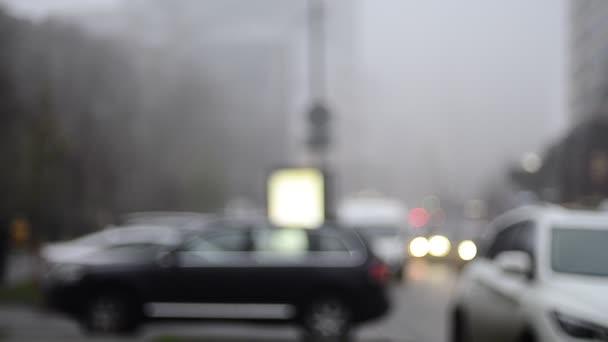 rozostřené záběry pohybujících se semaforů