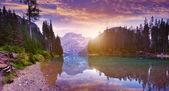 Lago Di Braies viz za svítání