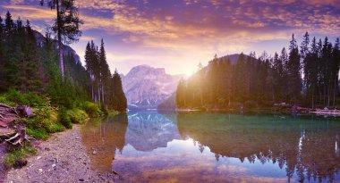 Lago Di Braies See at dawn