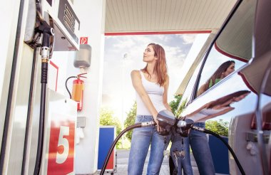woman refuel the car