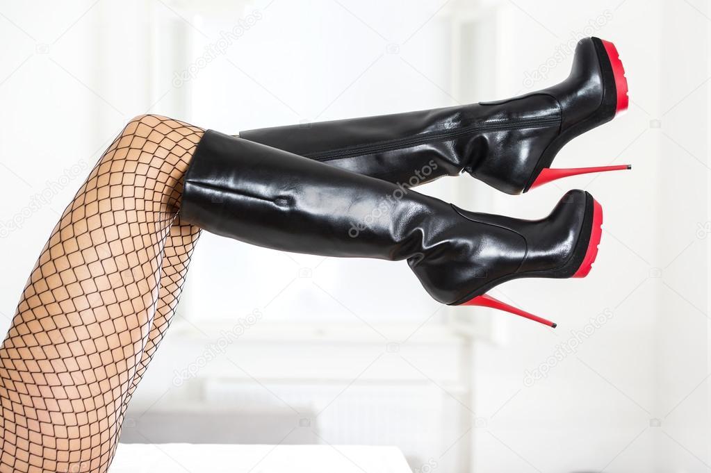 Resultado de imaxes para piernas con botas altas