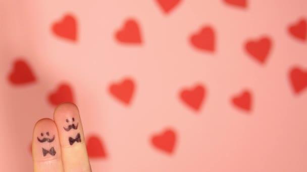 Lgbt + pár. Valentýn 4K video. Láska ke všem. Postavy kreslí prsty. Homosexuální vztah. Gay a lesbičky