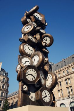 Clock sculpture in Paris