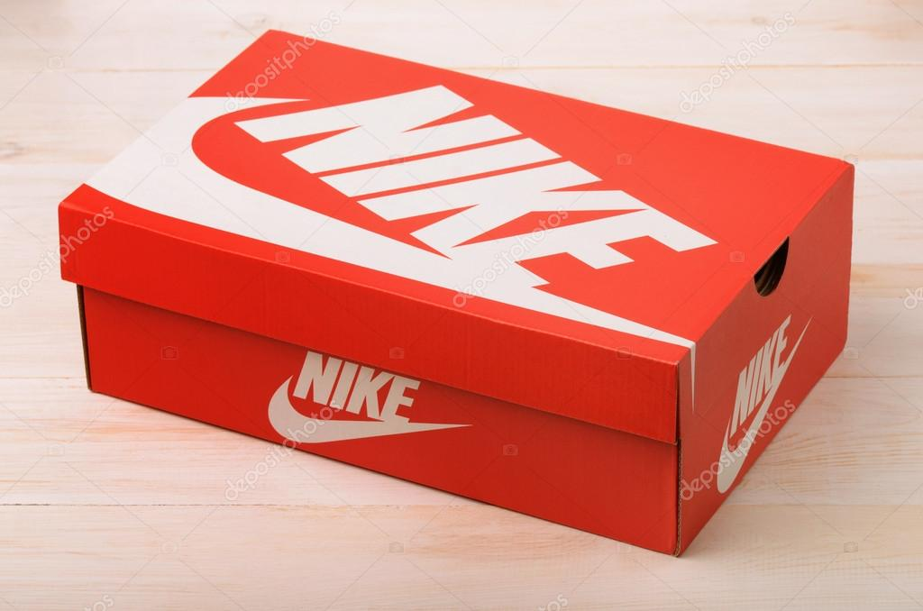 bo te de chaussures nike rouge photo ditoriale 105012440. Black Bedroom Furniture Sets. Home Design Ideas