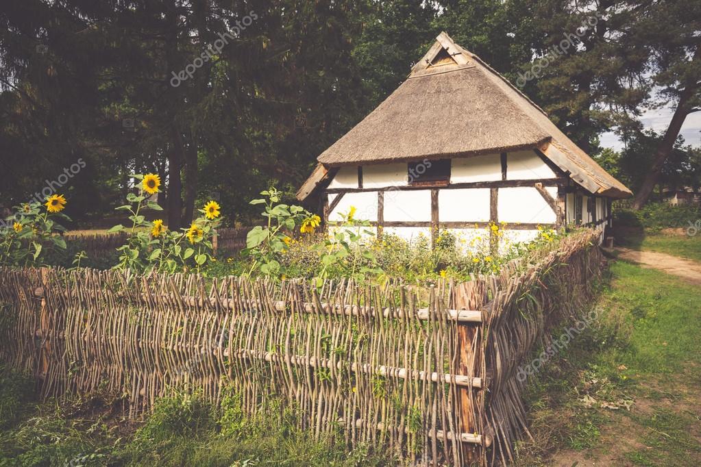 Maison Au Toit De Chaume Traditionnel Kluki Pologne — Photographie