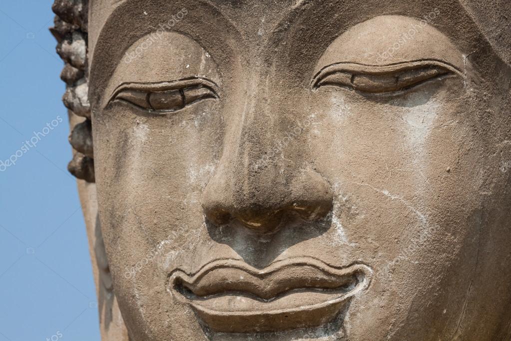 ワット河岸、アユタヤ、タイの仏...