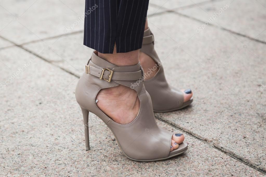 50b43e8a0869 Λεπτομέρεια του παπούτσια στο Μιλάνο εβδομάδα μόδας – Εκδοτική ...