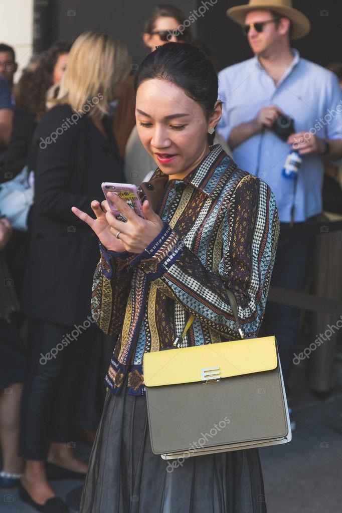 size 40 91080 7c470 Reúne la gente exterior Etro moda show edificio en Milán ...