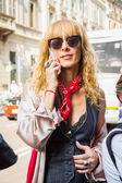 Lidé shromažďují mimo Scervino módní přehlídka stavba v Miláně, jsem