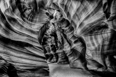 Light rays inside Arizona Antelope Canyon in b&w