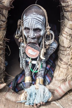 unidentified woman from Mursi tribe