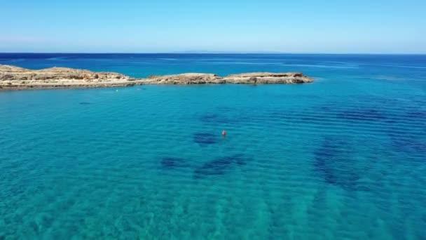 Luftaufnahme des St.-Nikolaus-Strandes und der Kirche, Zakynthos, Griechenland