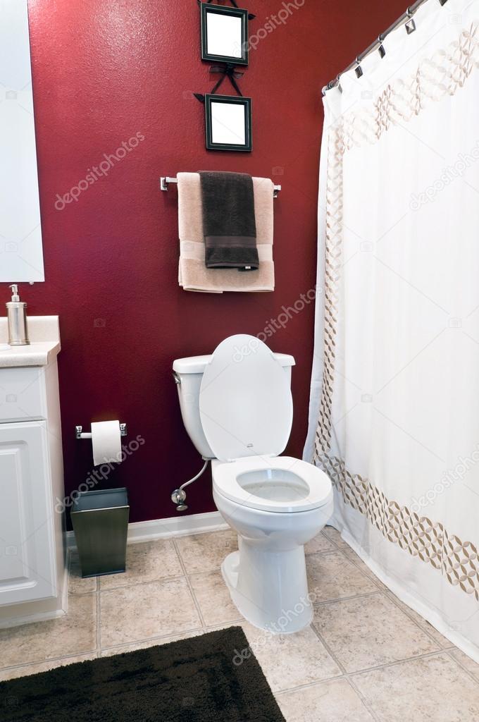 Kleine einfache moderne Badezimmer — Stockfoto ...