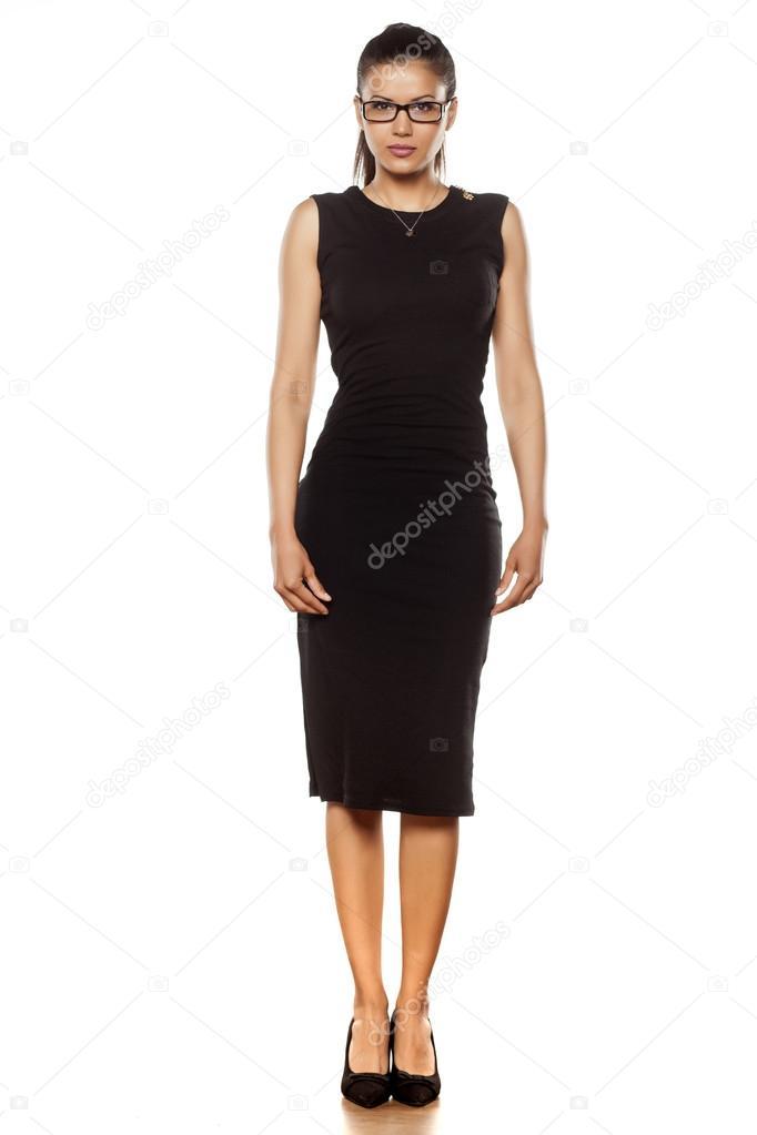 c632f02c5303 γυναίκα στο στενό μαύρο φόρεμα — Φωτογραφία Αρχείου © VGeorgiev ...