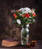 Zátiší s kyticí květin