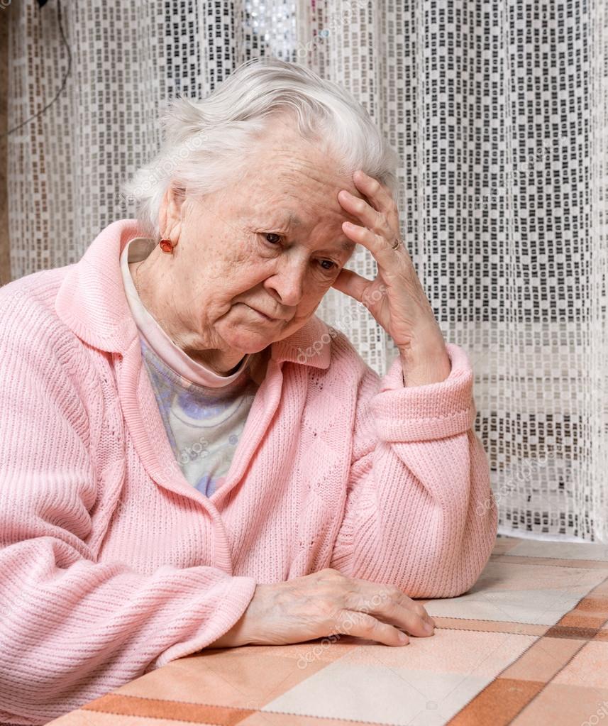 Qui n'a pas connu un jour la solitude et le sentiment d'être abandonné(e) ? Depositphotos_63800911-stock-photo-old-sad-woman-at-home