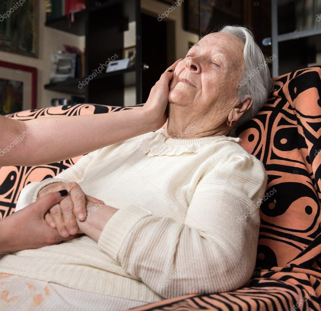 Заботливые зрелые женщины, фильм порно с дамой