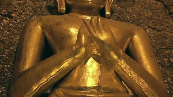 Stojící Buddha Kakusandha Sever čelí