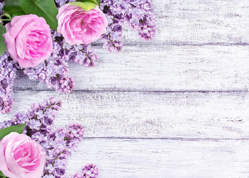 Flores Lilas Con Rosas Sobre