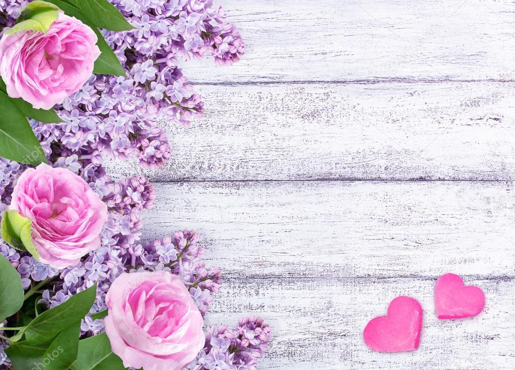 Flores Lilas Con Rosas Sobre Fondo: Flores Lilás Com Rosas E Dois Corações