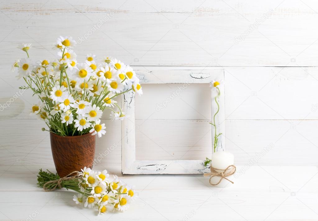 Vintage Deko Rahmen mit daisy — Stockfoto © Julia_Arda #111818542