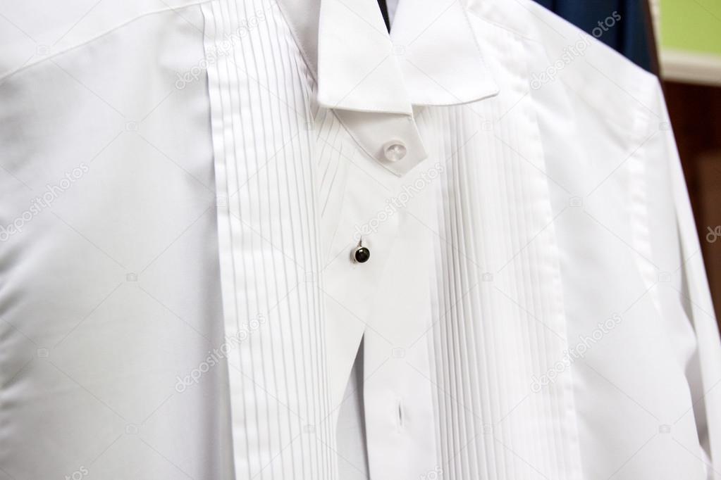 42ed1b31c2ee Έτοιμοι για το γάμο - λευκό πουκάμισο — Φωτογραφία Αρχείου © bzyxx ...