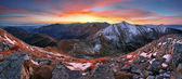 Photo Colorful sunrise mountain landscape