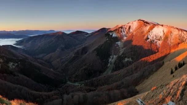 Vrchol hory Slovensku Osnica při východu slunce