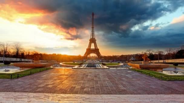 Paříž, Eiffelovka za úsvitu, časová prodleva