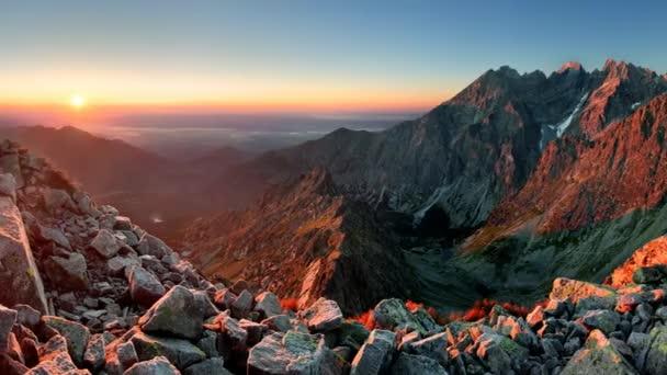 horské slunce panorama z vrcholu - Slovensko Tatry