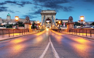 Chain Bridge in Budapest in evening.