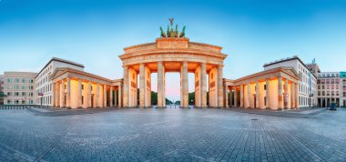 Brandenburger Tor (Brandenburg Gate) panorama, famous landmark i