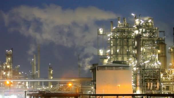 Rafinérie ropy v noci - čas zanikla pohybu