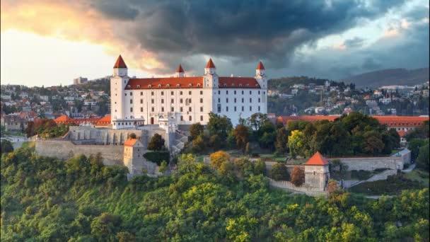 Bratislavský hrad v západu slunce - Tima zaniká
