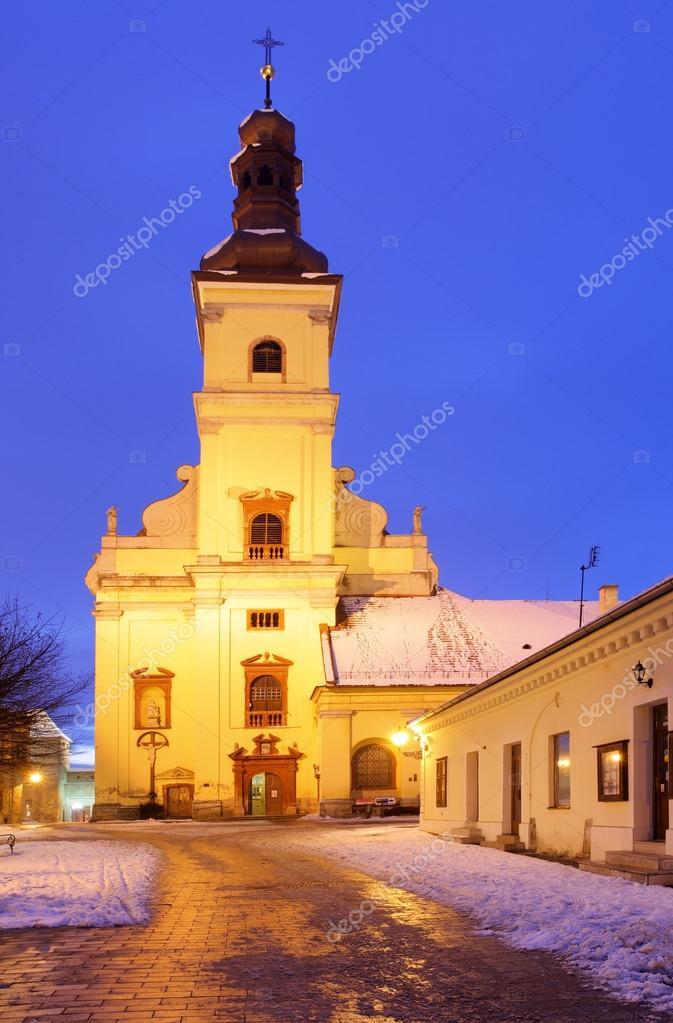 夜、トルナヴァの聖ヤコブ教会 —...