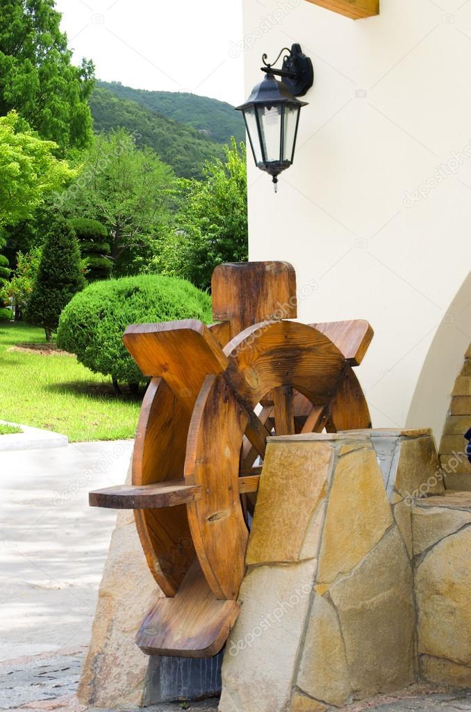 Hölzerne Wassermühle Als Verzierung Des Hauses U2014 Stockfoto