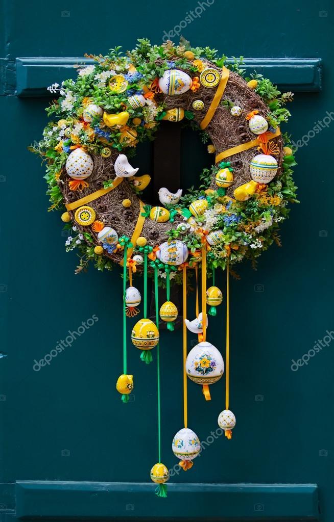 Handmade Wianek Na Wielkanoc Poza Na Drzwiach Praga Zdjęcie