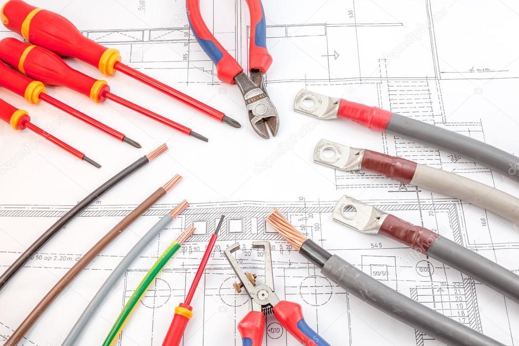 die elektrischen Kabel Schraubendreher, Drahtschneider — Stockfoto ...