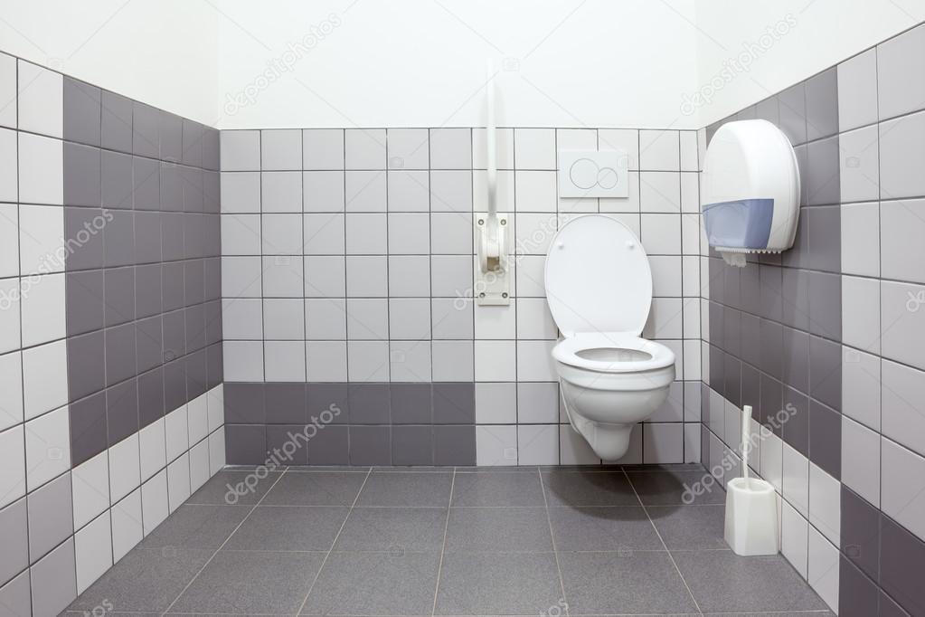 Eine behindertengerechte toilette u2014 stockfoto © denboma #97698370