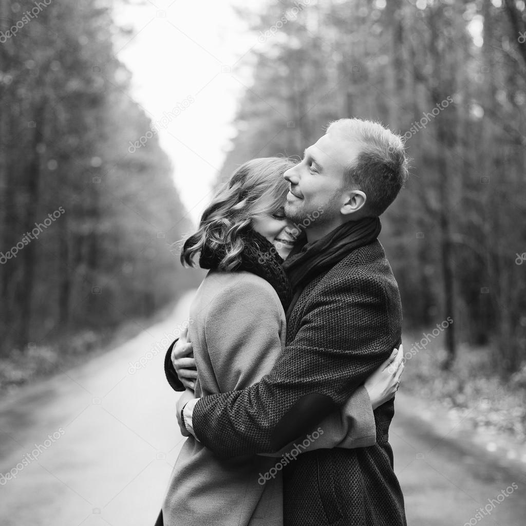 Image Couple Amoureux Noir Et Blanc noir et blanc portrait de couple amoureux — photographie