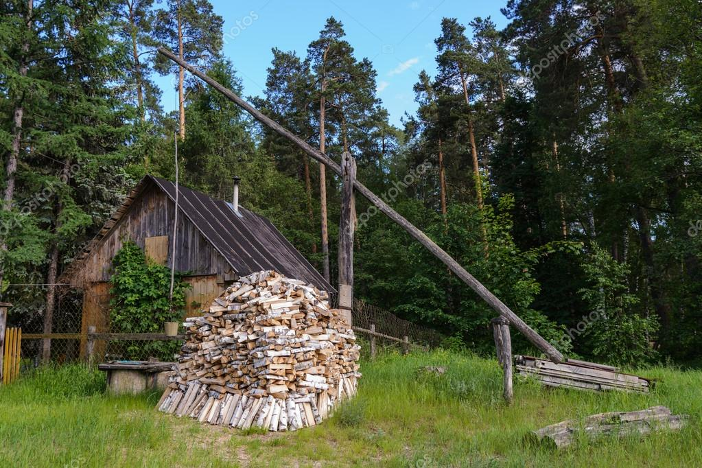 Small Hut In The Garden With Firewood U2014 Stock Photo