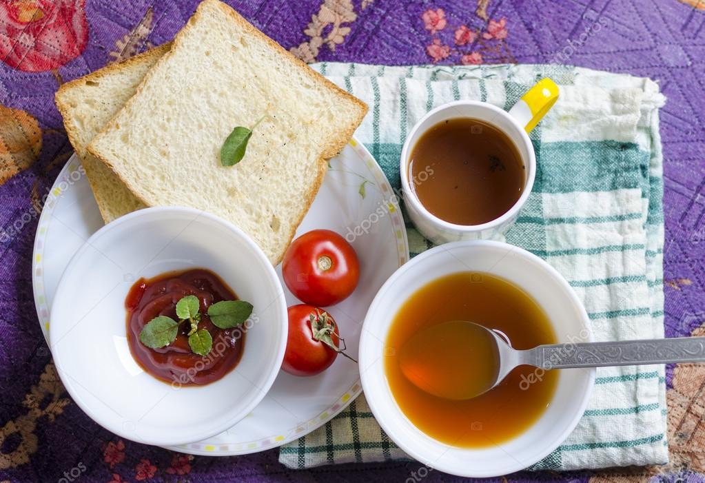 Tomaten Gesunde Suppe Mit Souce Und Brot Schneiden Und Schwarzer Tee