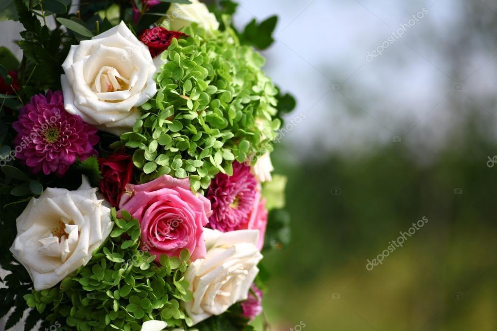 Unas rosas hermosas — Foto de stock © bizoon #59351059