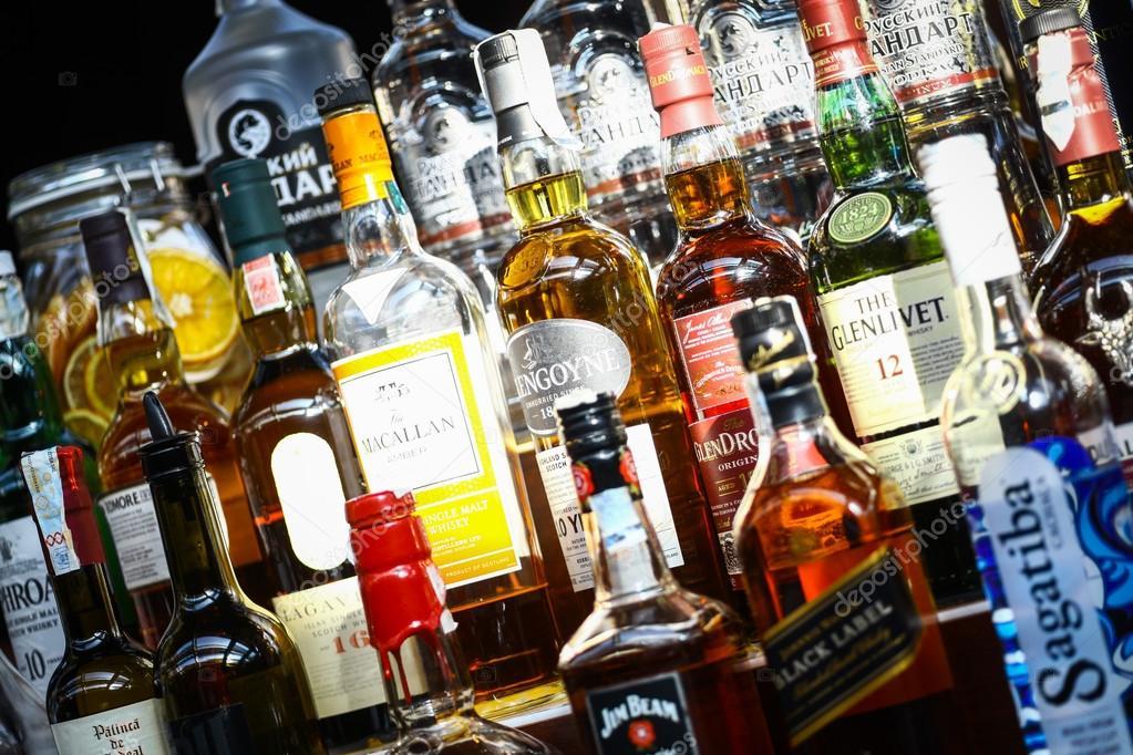 Muchas Botellas De Alcohol